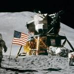 pendaratan di bulan oleh Apollo 11